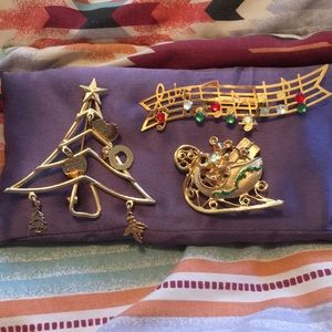 Jewelry - Bundle of Christmas pins